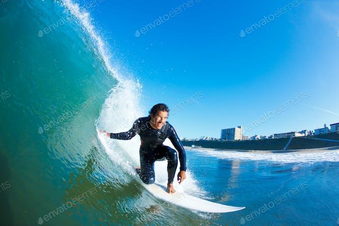 Surfer auf Blue Ocean Wave