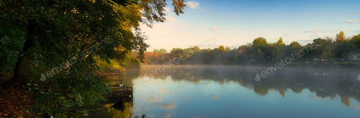 Herbstsee-Panorama