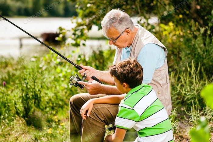 Pesca en el día soleado