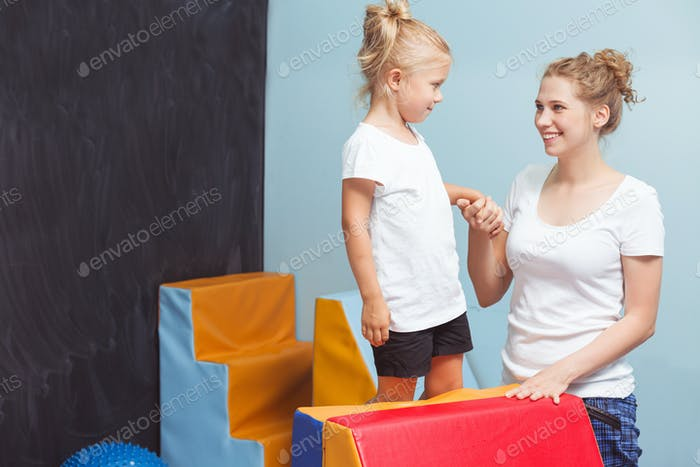 Child holding a tutor