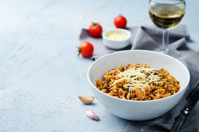 Minced meat tomato orzo