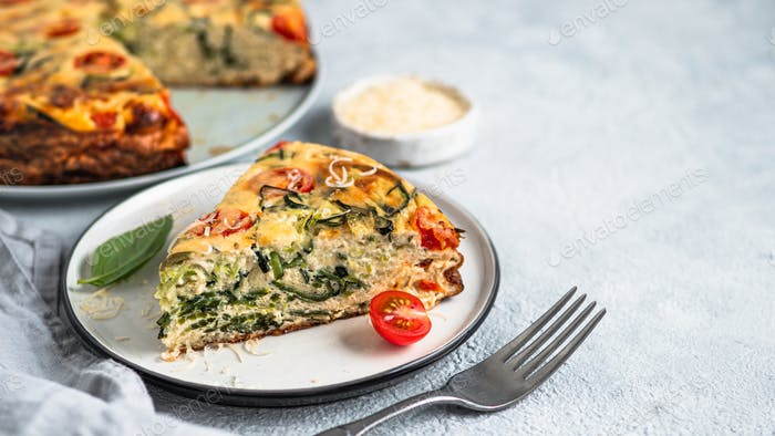 Stück Zucchini-Kuchen, Kopierraum rechts
