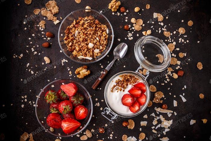 Leckeres Müsli mit Joghurt