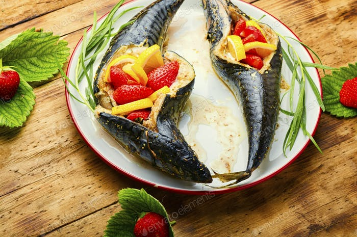 Baked mackerel with strawberries