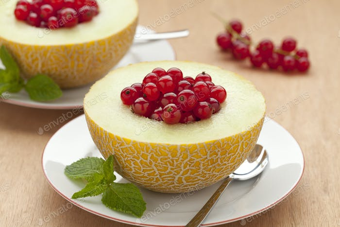 Melon filled with red currants