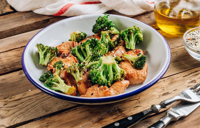 Chicken breasts and broccoli in soy sauce