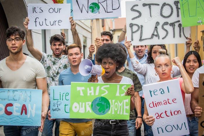 Activistas que se manifiestan contra el calentamiento global