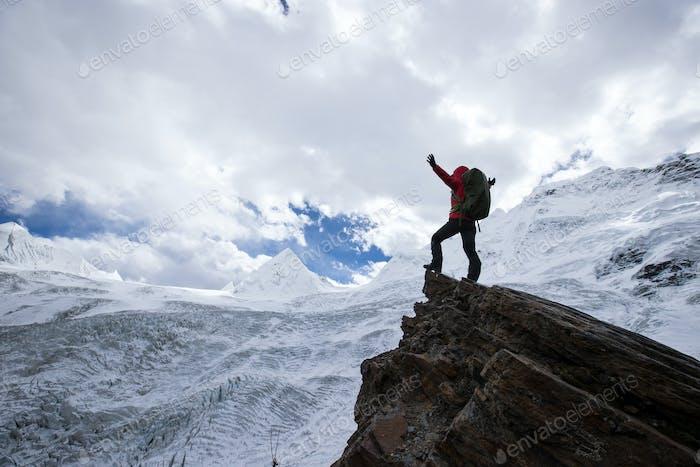 Frau Wanderer wandert in Winterbergen