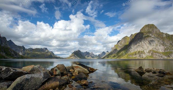 Paisaje duro en el norte de Noruega