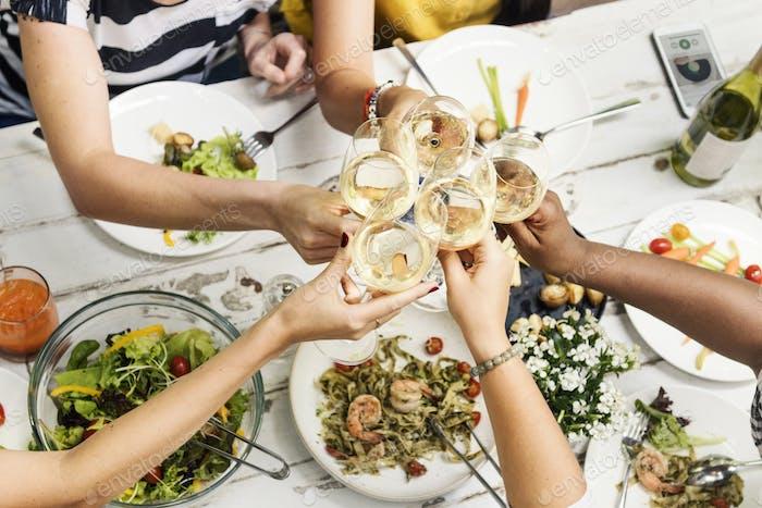 Frau Kommunikation Dinner Together Konzept