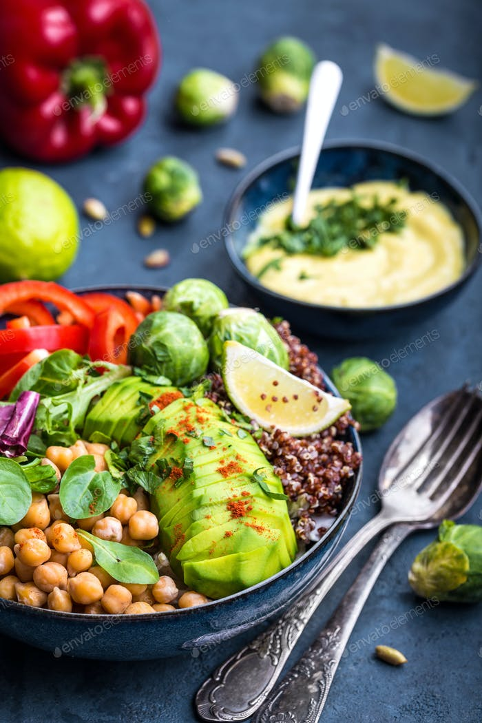 Schüssel mit gesundem Salat