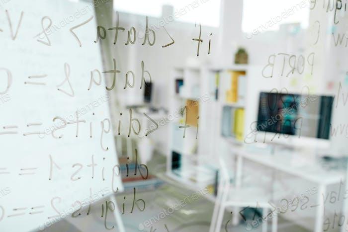 Programmiersprachen auf Glas geschrieben