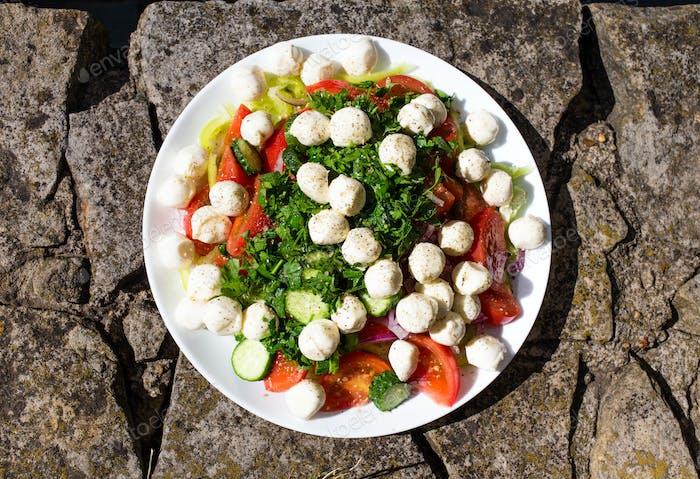 Delicious summer salad in caprese style.