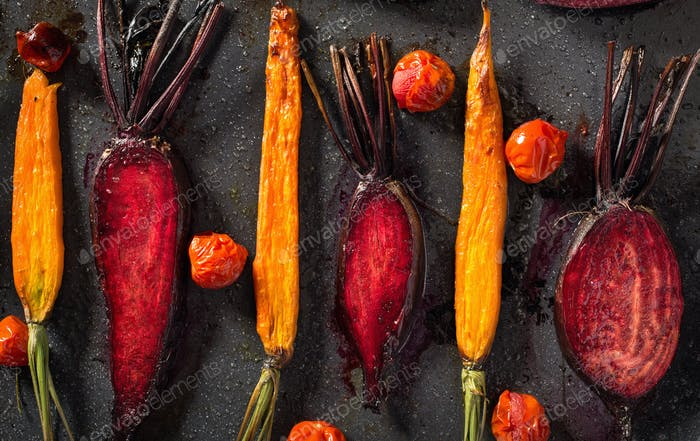 Baked carrots and beets with tomatoes