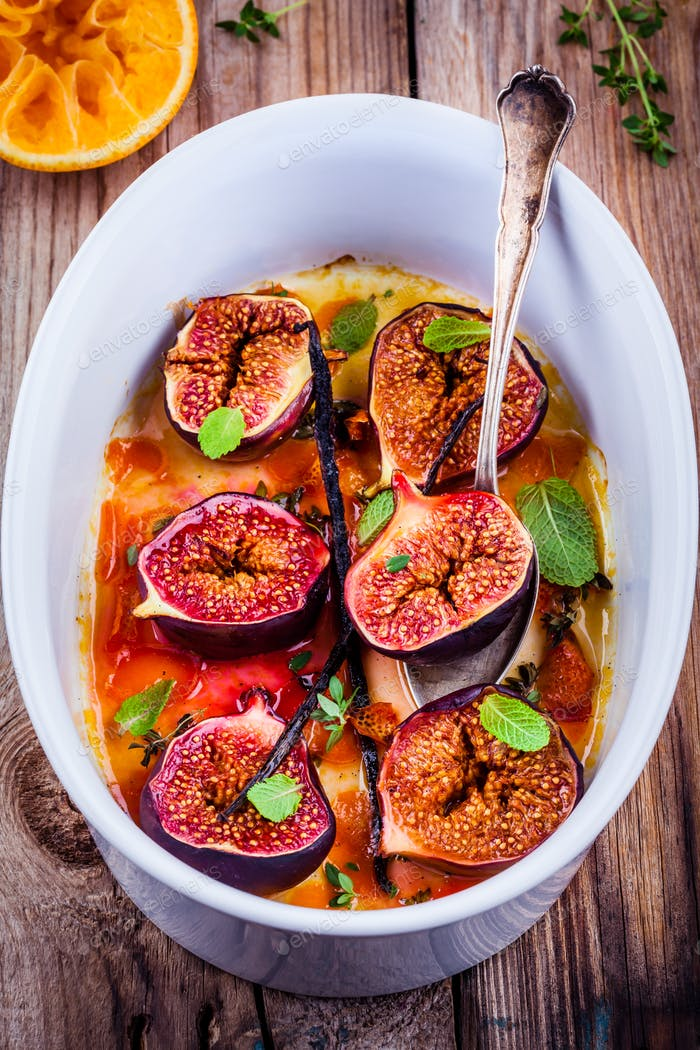 Baked figs with thyme, mint, vanilla pods in orange syrup