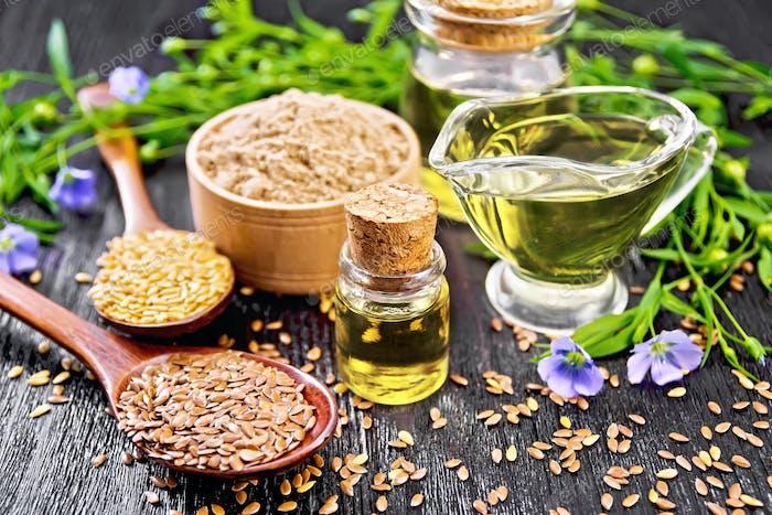 Öl Leinsamen mit Mehl und Samen auf dunklem Brett
