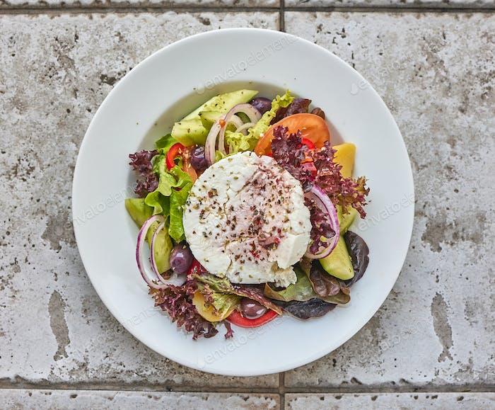 Portion griechischer Salat