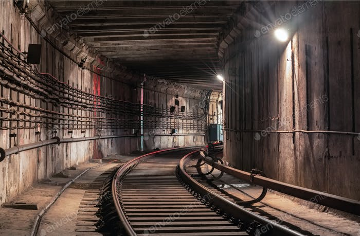 Turn in the metro tunnel