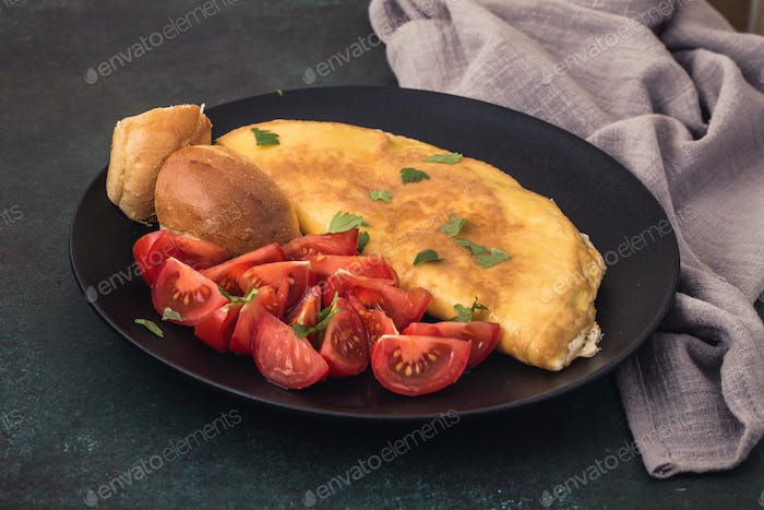 French omelet with tomatoes