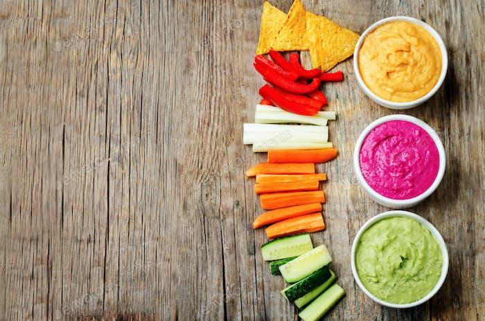 bunten Gemüse Bohnen Hummus mit Gemüse und Chips
