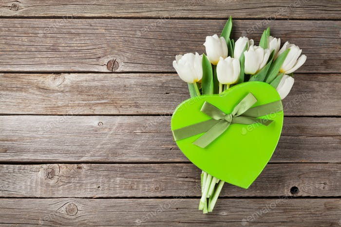 Weiße Tulpen Blumenstrauß und Geschenkbox