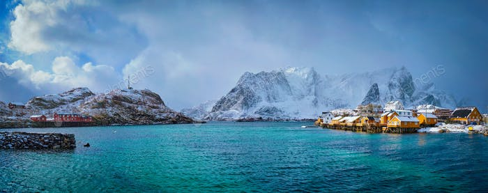Gelbe Rorbu-Häuser, Lofoten Inseln, Norwegen