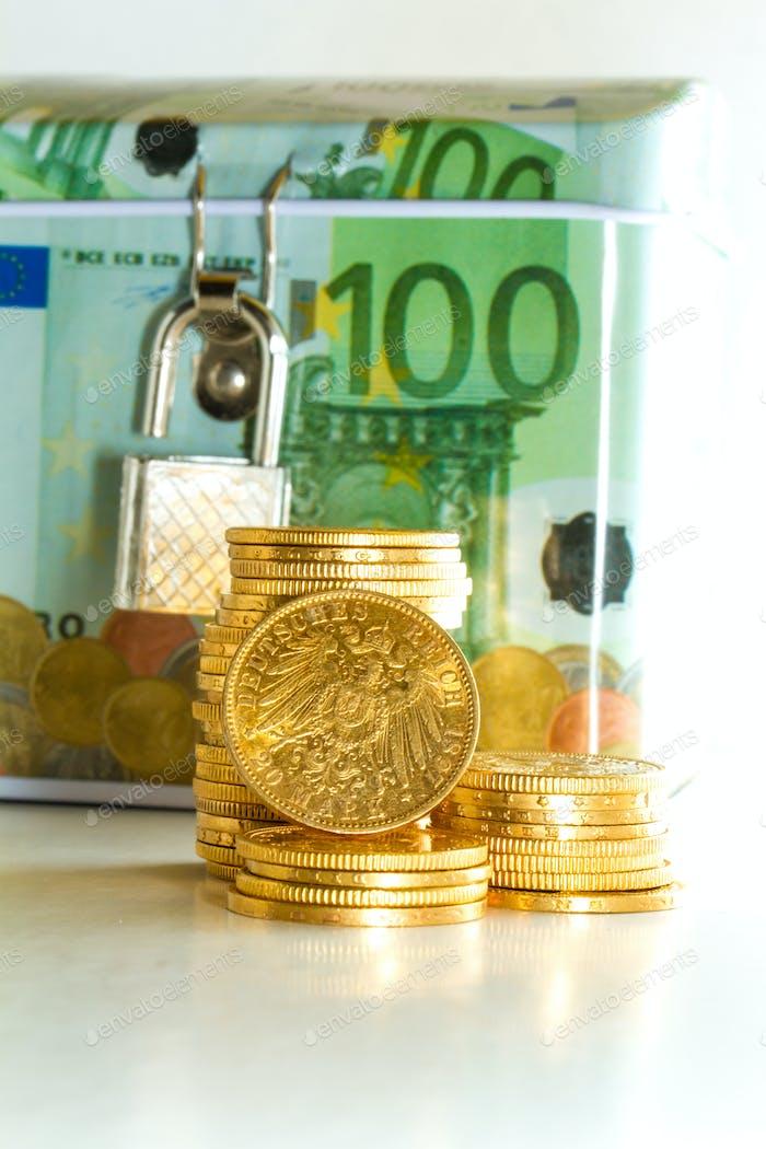 Euro-Spardose mit Goldmünzen