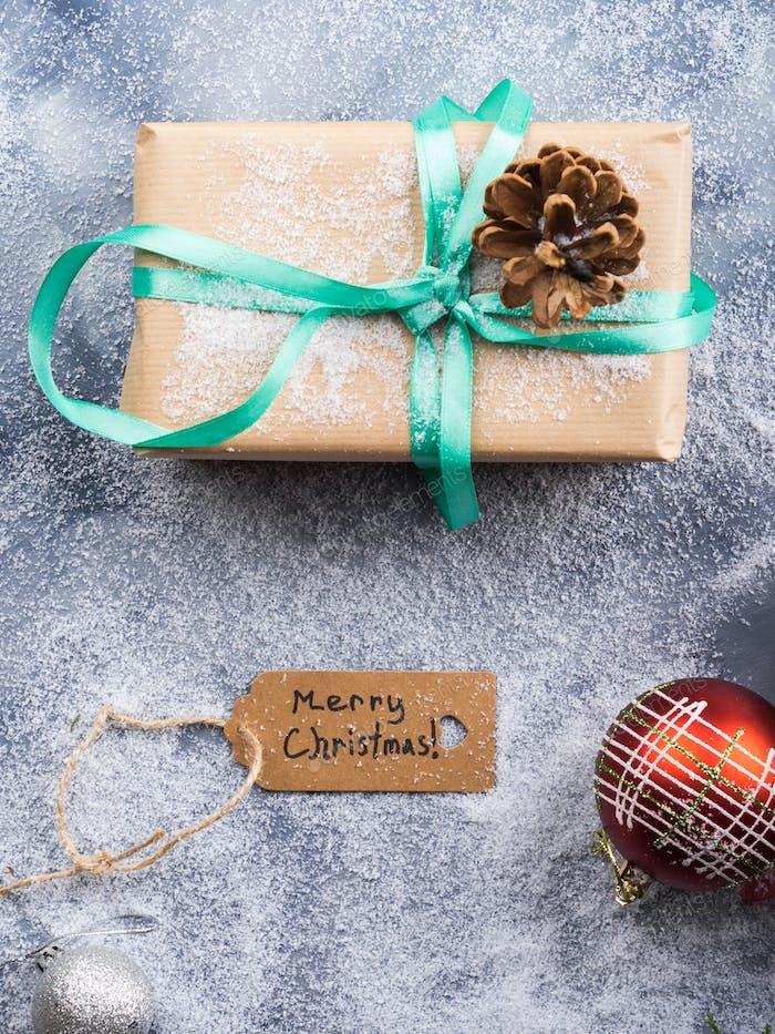 Deseando feliz navidad fondo con regalo
