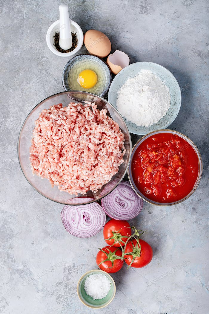 Ingredients for making spaghetti bolognese