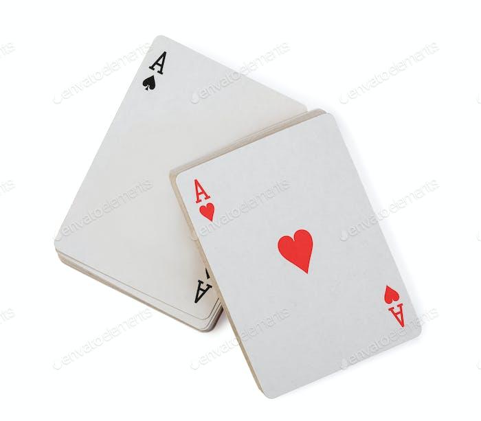 jugando a las cartas sobre fondo blanco