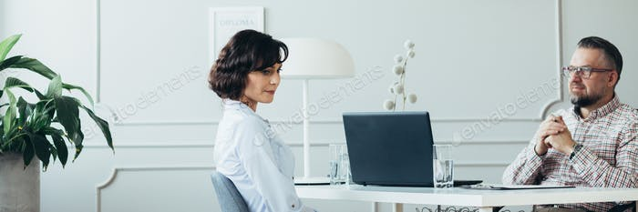HR specialist helping to an employee manage his time