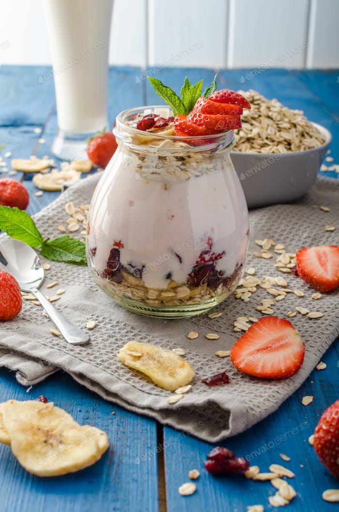 Inländische Erdbeer-Joghurt