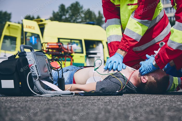 Cardiopulmonary resuscitation on road