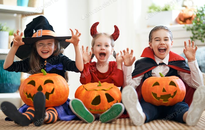 kids with carving pumpkin