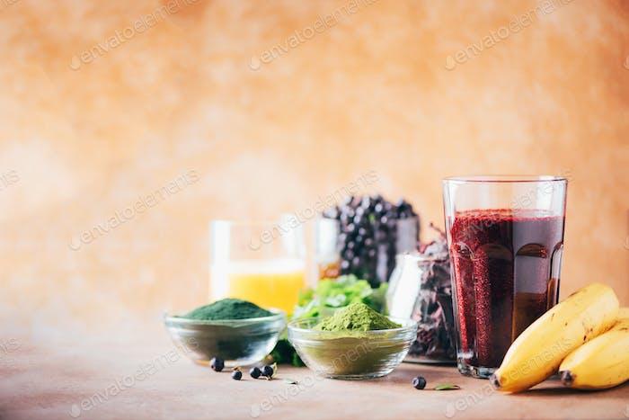 Heavy metals detox smoothie. Blueberries, bilberry, barley grass juice extract, spirulina powder