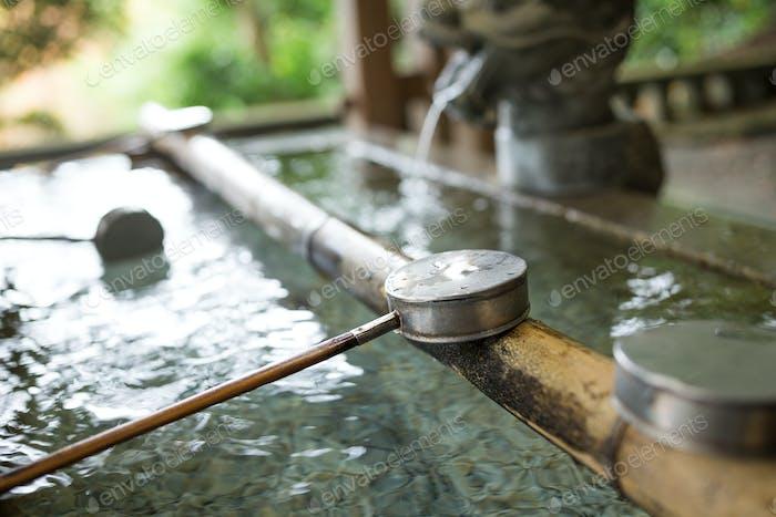 Japanische Wasserkelle im Tempel