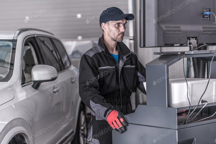 Техник по обслуживанию автомобилей
