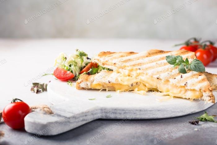 Toast mit Schinken und Käse