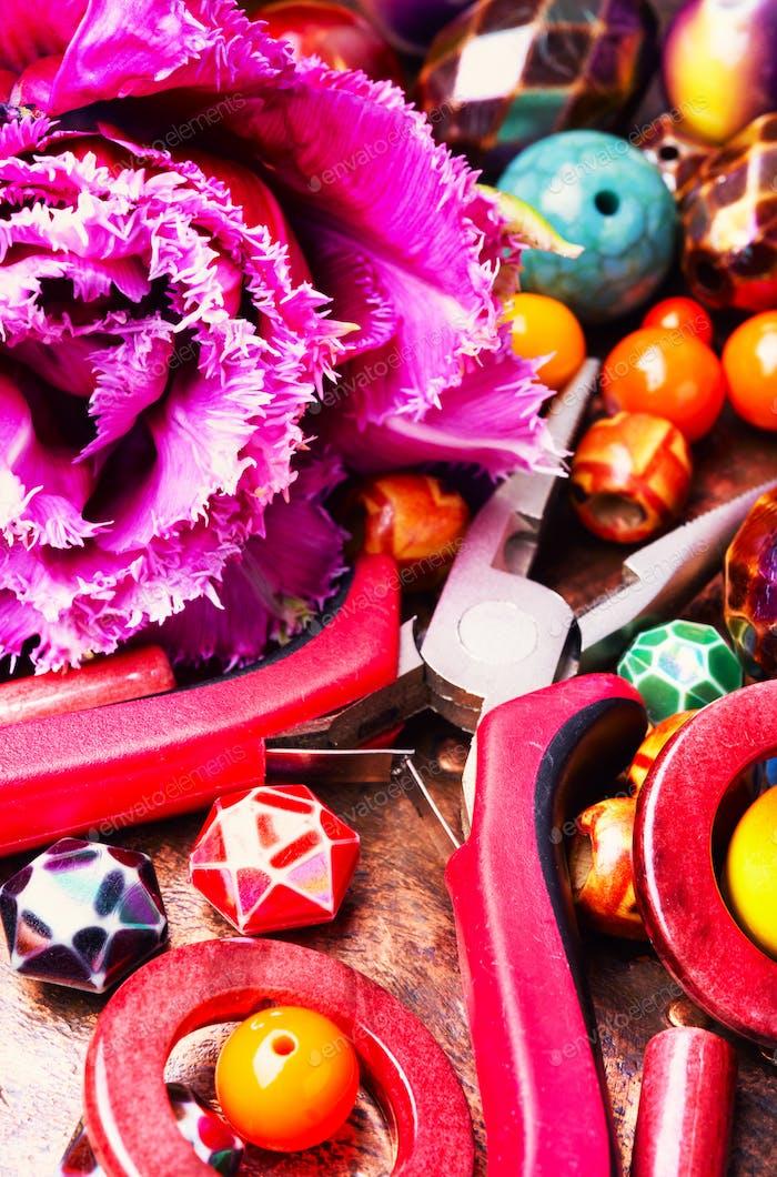 Perlen und Tulpe