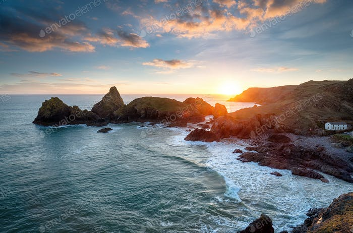 Sonnenuntergang an der Kynance Cove in Cornwall