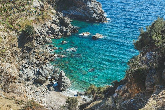 Schöne natürliche klare Lagune an der Mittelmeerküste, Türkei