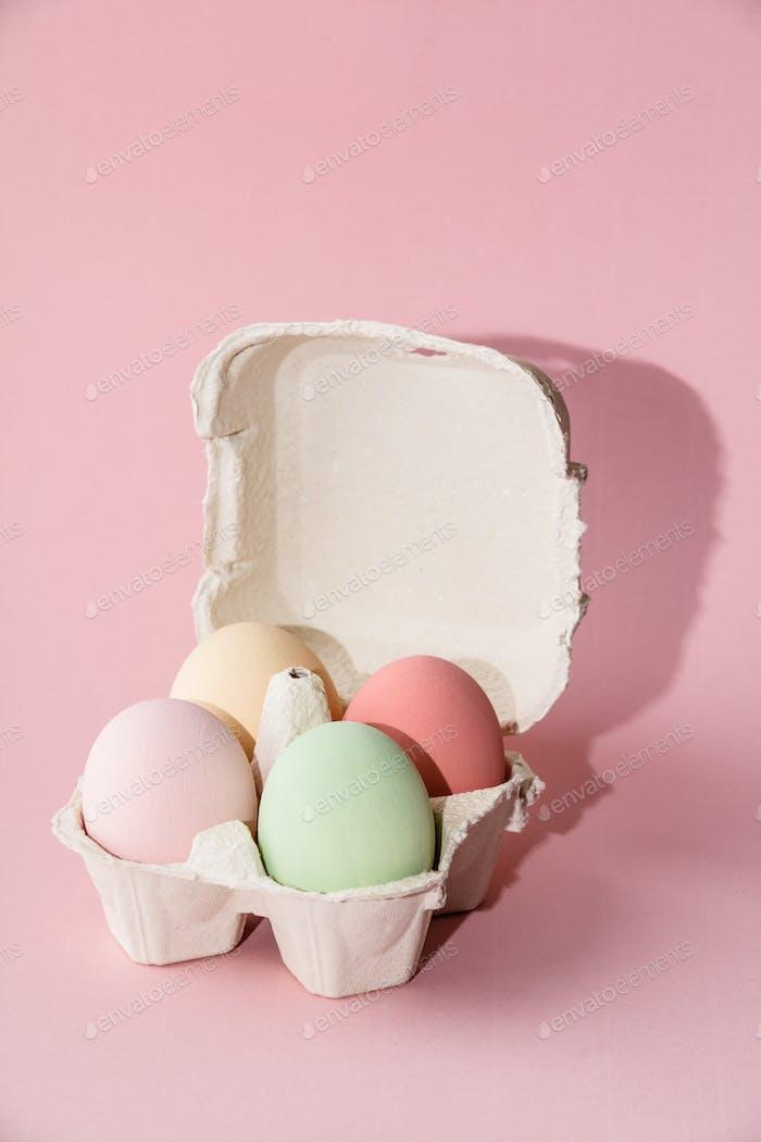 Ostern Komposition auf rosa Pastell-Hintergrund