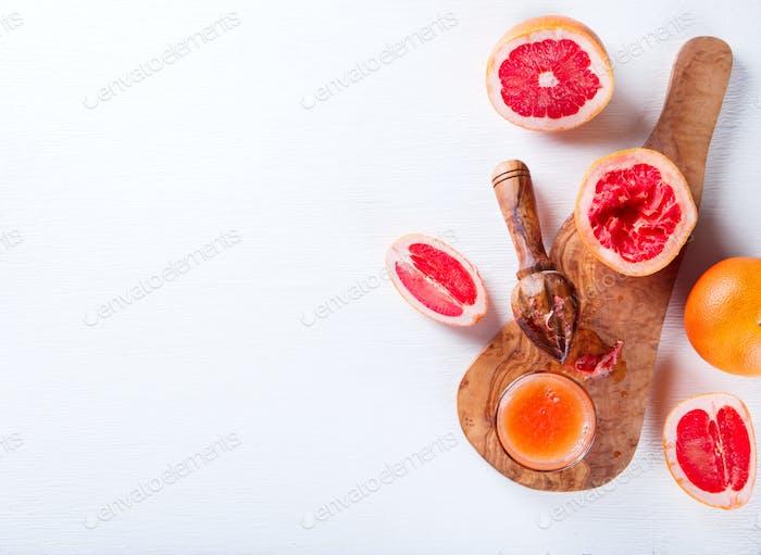 Saft Grapefruit. Vitamingetränk für Immunität gegen das Virus.