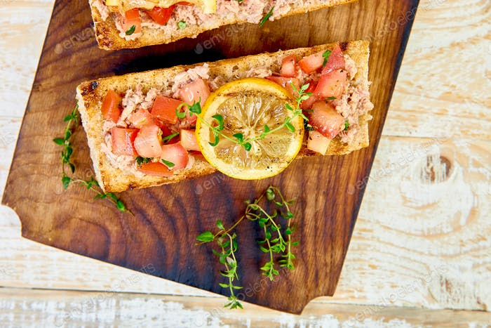 Bruschetta with tuna and tomatoes