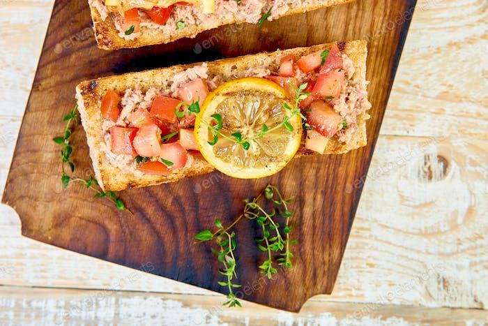 Bruschetta with tuna and tomatoes