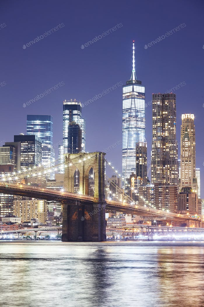 Brooklyn Bridge and Manhattan skyline at night, NY.