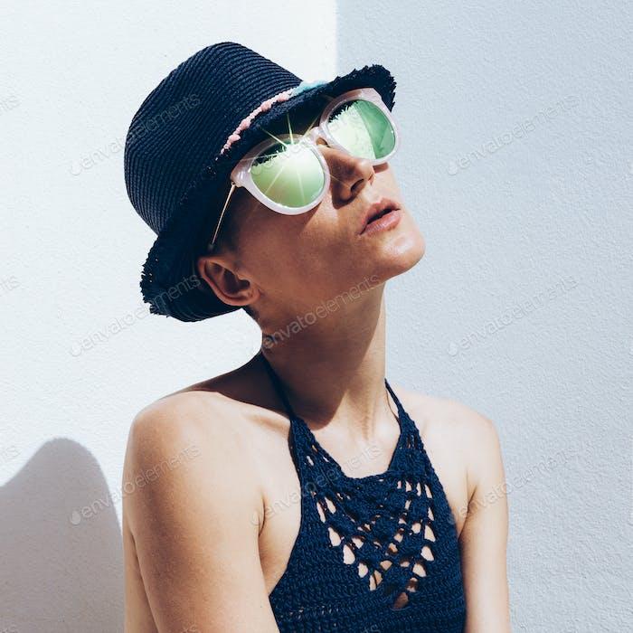 Kuba Relax Zeit Sommer Mode. Hipster Modell Outfit stilvolle Sonne