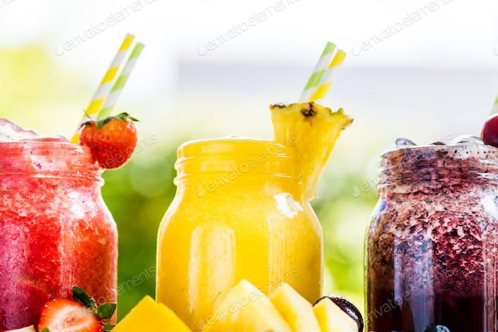 3 leckere Slushies aus verschiedenen Beeren und Früchten