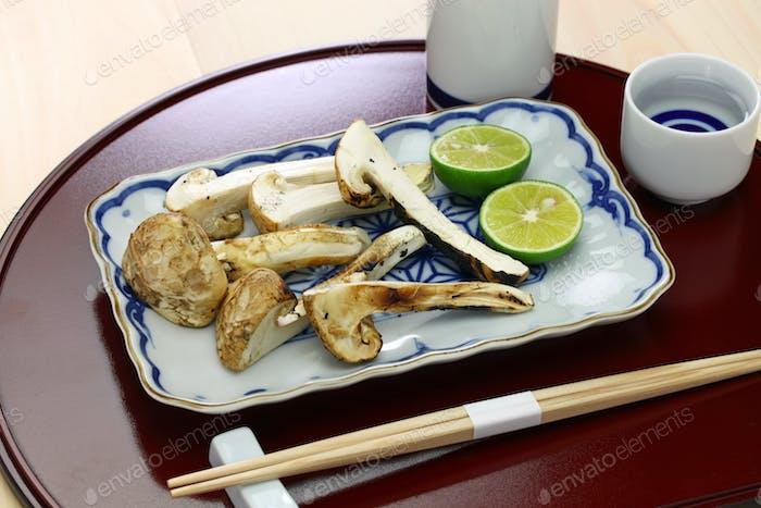 Yaki Matsutake, gegrillter Matsutake Pilz, japanische Herbstküche