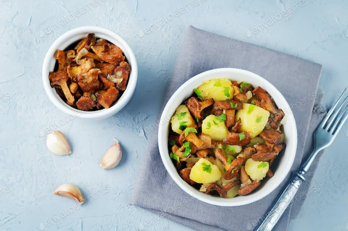 Chanterelle onion fried potatoes